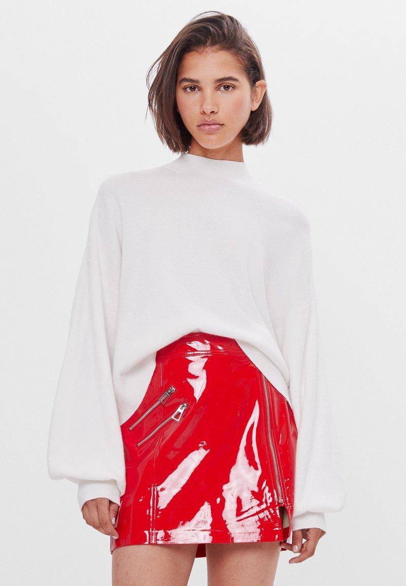 Bershka - Kožená sukně - red