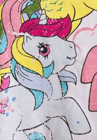 ONLY Petite - ONLMY LITTLE PONY LIFE - Print T-shirt - bright white - 5