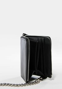 Bershka - MIT KETTE  - Wallet - black - 4