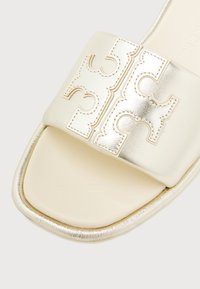 Tory Burch - DOUBLE T SPORT SLIDE - Mules - spark gold/cream - 4
