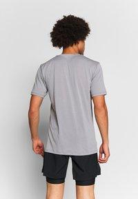 Salomon - AGILE TRAINING TEE - Basic T-shirt - alloy/heather - 2