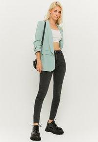 TALLY WEiJL - SKINNY  - Jeans Skinny Fit - black denim - 1