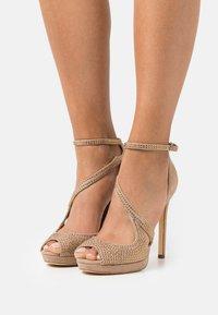 Guess - FINNEE - Sandaler med høye hæler - nude - 0