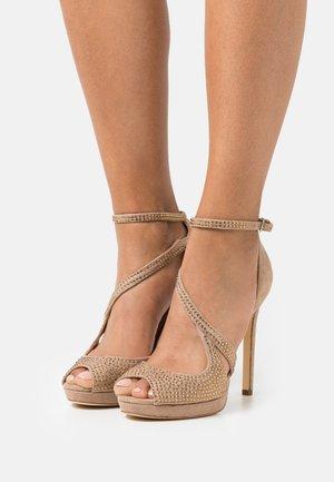 FINNEE - Sandály na vysokém podpatku - nude
