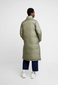 Calvin Klein - CRINKLED PUFFER COAT - Vinterkåpe / -frakk - green - 3