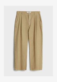 Bershka - MIT WEITEM BEIN UND BUNDFALTEN  - Relaxed fit jeans - beige - 4