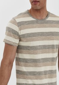 Solid - RUNDHALSSHIRT THICCO - Print T-shirt - dusty olive - 3
