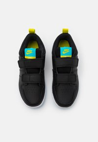 Nike Performance - PICO 5 UNISEX - Obuwie treningowe - black/chlorine blue/high voltage/white - 3