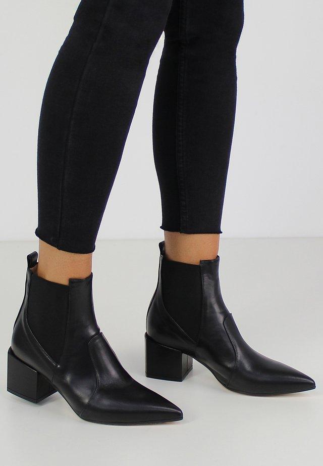 DARIANA - Støvletter - black