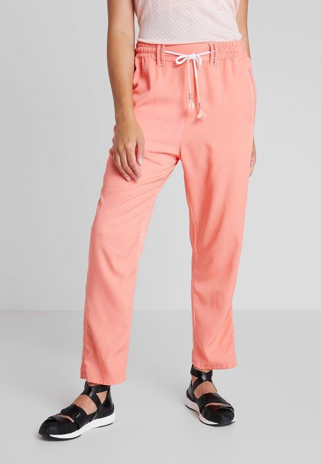 HANDBY - Spodnie materiałowe - pink