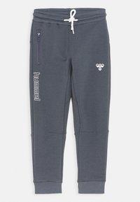 Hummel - OCHO PANTS UNISEX - Teplákové kalhoty - ombre blue - 0