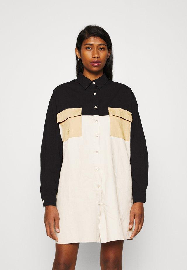 POCKET SHIRT DRESS COLOUR BLOCK - Shirt dress - stone