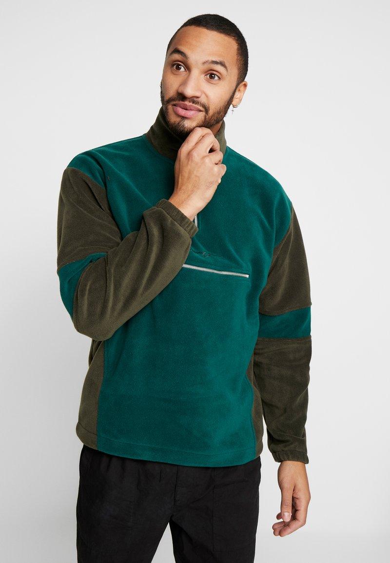 Mennace - TONAL PANEL POLAR FUNNEL NECK  - Fleece trui - green