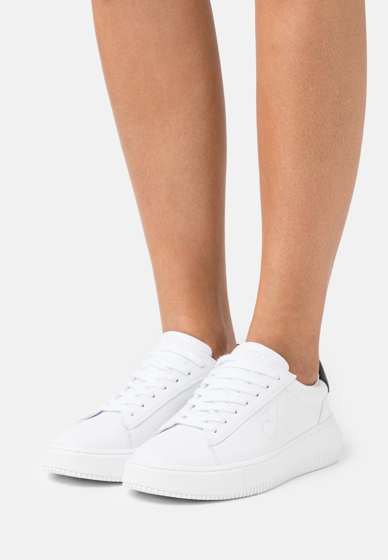 Calvin Klein Jeans - CHUNKY SOLE LACEUP  - Joggesko - bright white