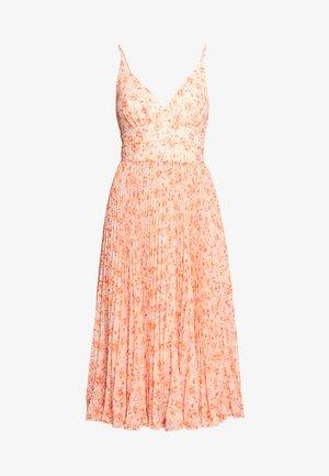 MARLEY PLEATED MIDI DRESS - Denní šaty - apricot harvest botanical