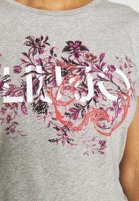 Liu Jo Jeans - MODA - T-shirts med print - mottled light grey - 5