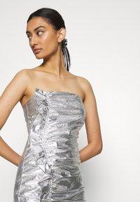 Third Form - DRIFTER FRILL STRAPLESS - Vestito elegante - silver - 3