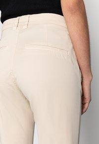 Selected Femme - SLFMILEY - Chinos - birch - 3