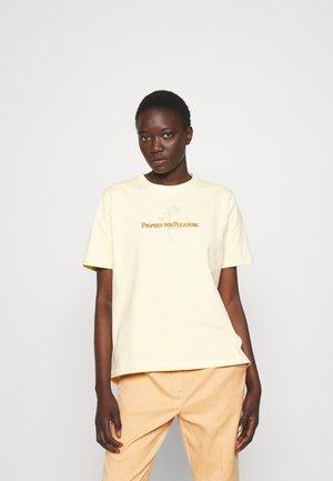 KJERAG TEE - Print T-shirt - light yellow