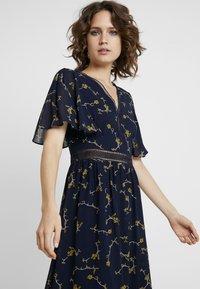 Apart - PRINTED DRESS - Maxi dress - midnightblue/multicolor - 4