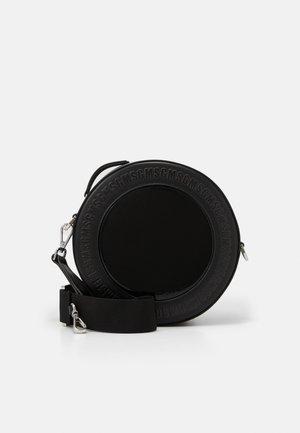 ROUND TRANSPARENT WINDOW CROSSBODY - Taška spříčným popruhem - black