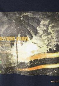 Redefined Rebel - AMARI TEE - Print T-shirt - navy - 5
