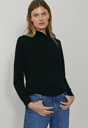 MIT SEITLICHER SCHLEIFE AM AUSSCHNITT  - Sweatshirt - black