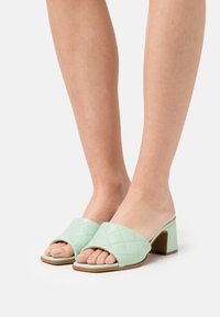 Hash#TAG Sustainable - Heeled mules - verde - 0