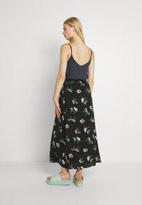 Vero Moda - VMSIMPLY EASY SKIRT - Maxi skirt - black - 2