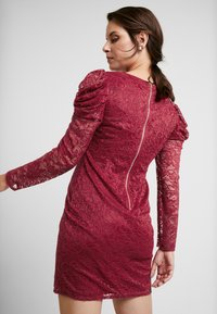 Little Mistress Maternity - SHINECLOTH AND TRIM MIDI DRESS - Robe de soirée - red - 6
