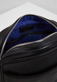 Le Tanneur - GASPARD - Across body bag - noir - 3