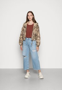 Vero Moda - Jednoduché triko - sable - 1