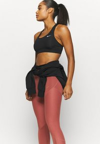 Nike Performance - Tights - claystone red/metallic gold - 3