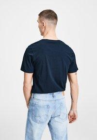 Jack & Jones - JJECORP LOGO CREW NECK  - Print T-shirt - dark blue denim - 2