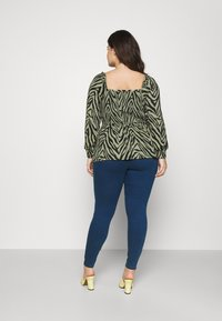 Vero Moda Curve - VMLUDY - Slim fit jeans - blue denim - 2