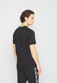 Jordan - JUMPMAN BOX CREW - T-shirt med print - black/white - 2