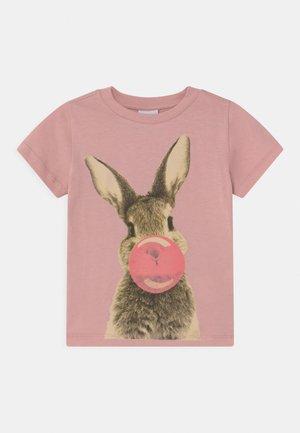 RABBIT  - T-shirt con stampa - zephyr