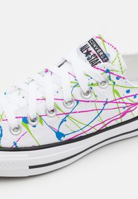 Converse - CHUCK TAYLOR ALL STAR ARCHIVE PAINT SPLATTER UNISEX - Trainers - white/multicolor - 5