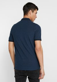 Only & Sons - ONSSTAN FITTED TEE  - Polotričko - ensign blue/black - 2