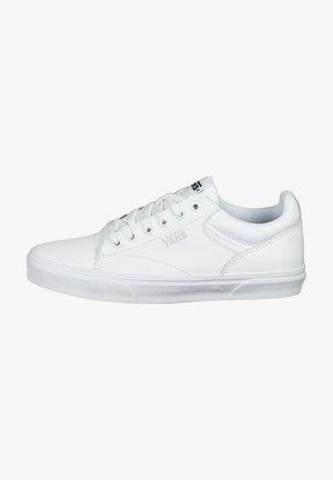 Trainers - white / white
