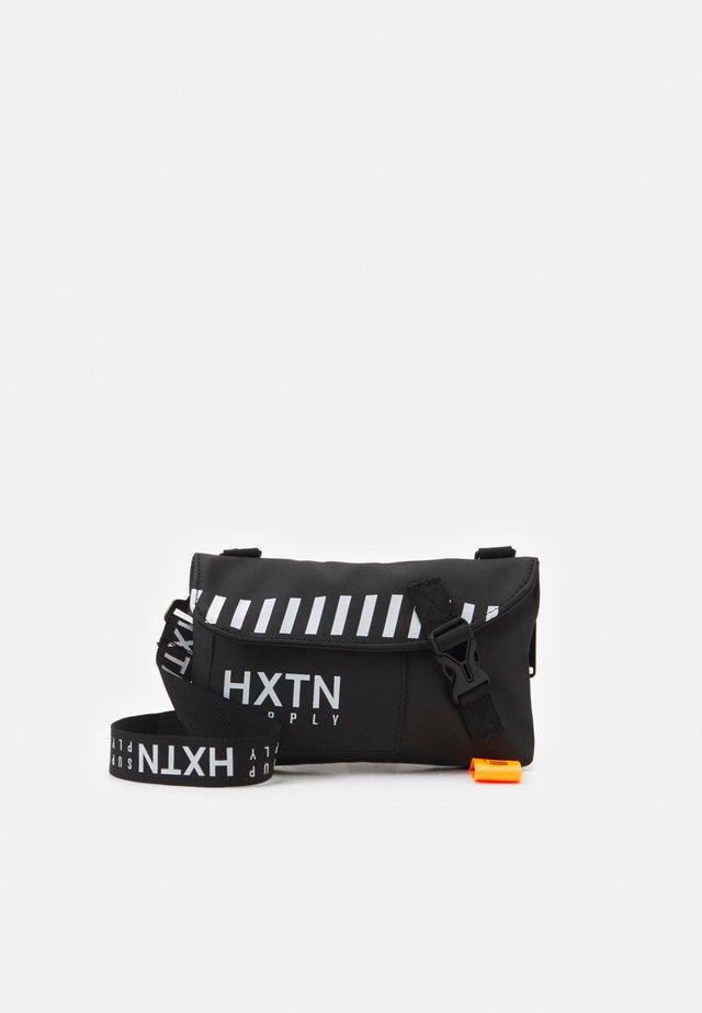 FORAY SHOULDER BAG UNISEX - Across body bag - black