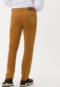 BRAX - STYLE COOPER FANCY - Straight leg jeans - curry - 2