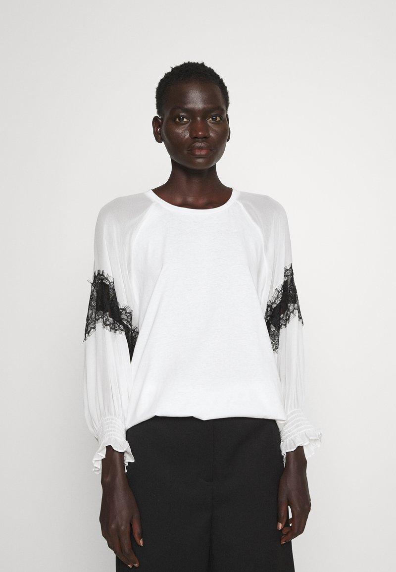 TWINSET - BLUSA CON PIZZI - T-shirt con stampa - bianco ottico/nero