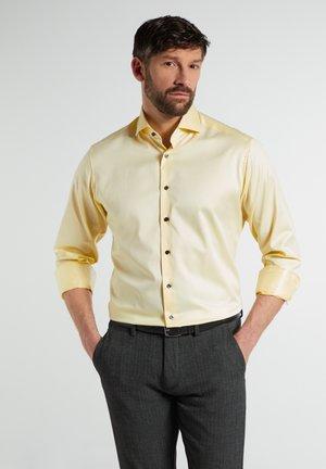 MODERN  - Zakelijk overhemd - zartgelb