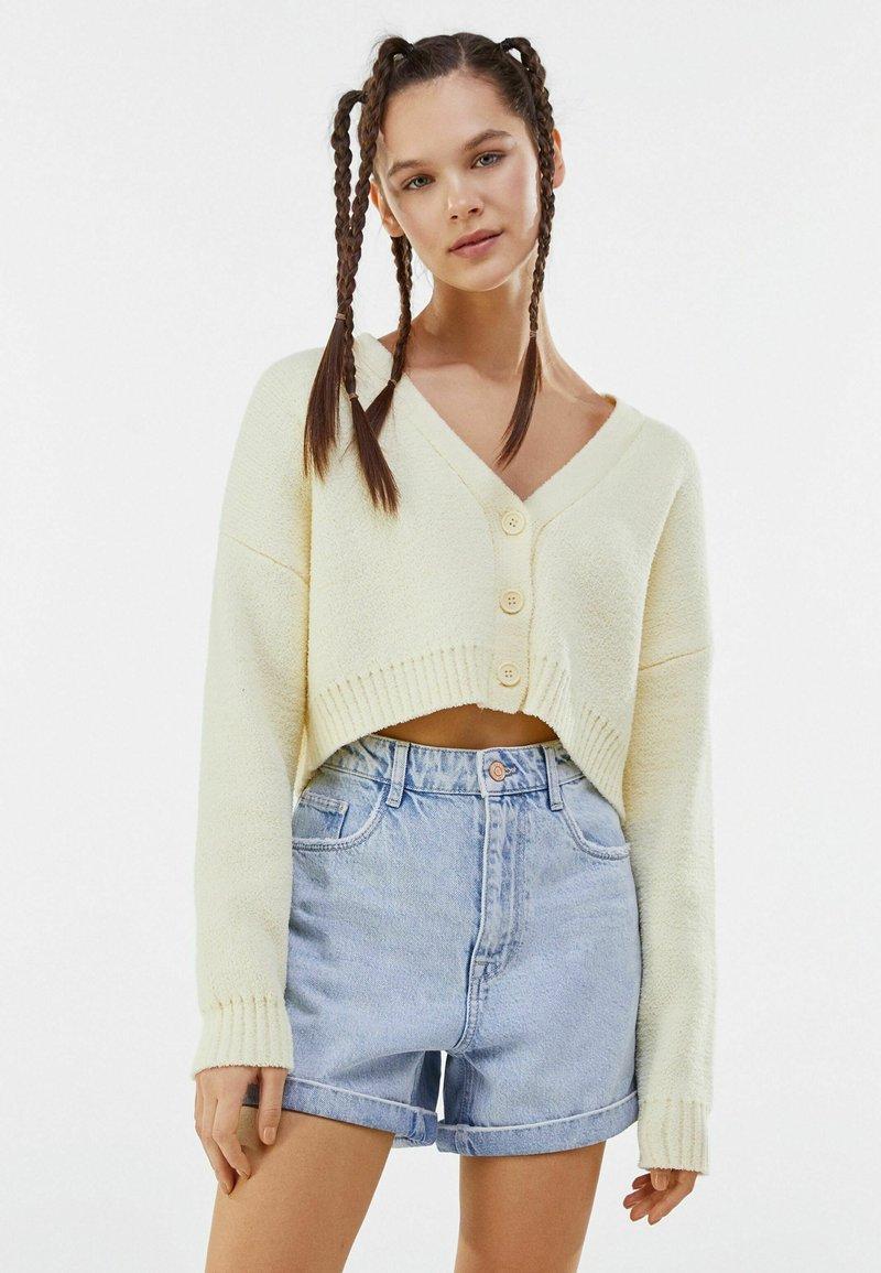 Bershka - Shorts di jeans - light blue