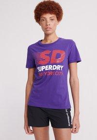 Superdry - SPORT CLASH - Print T-shirt - winter purple - 0