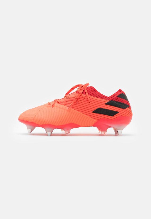 NEMEZIZ 19.1 FOOTBALL BOOTS SOFT GROUND - Chaussures de foot à lamelles - signal coral/core black/glow red