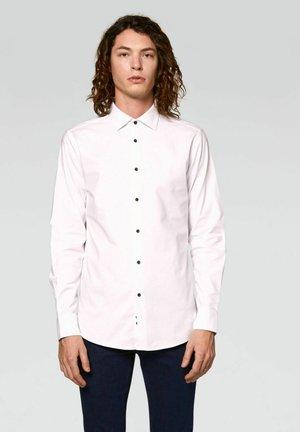SLIM FIT  - Camicia - bianco