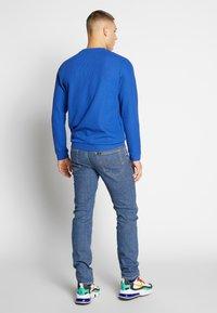 Lee - DAREN ZIP FLY - Jeans straight leg - mid stonewash - 2