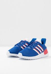 adidas Originals - LA TRAINER LITE UNISEX - Trainers - royal blue/footwear white/scarlet - 3